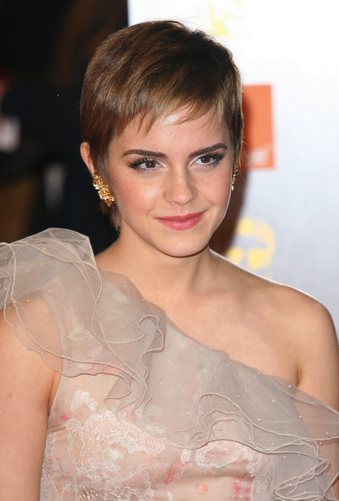 Cute Emma Watson Pixie Haircut 2013 Fashion Trends