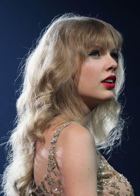 Taylor Swift Long Curly Hairstyles With Bangs Fashion