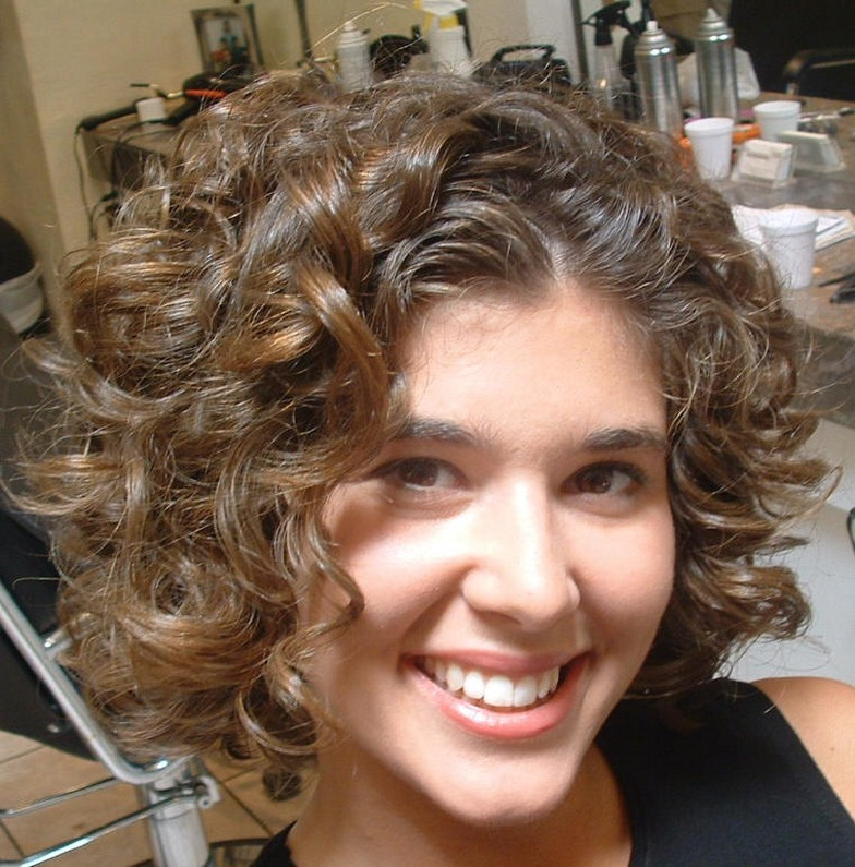 Short Curly Hairstyles For Round Faces Fashion Trends