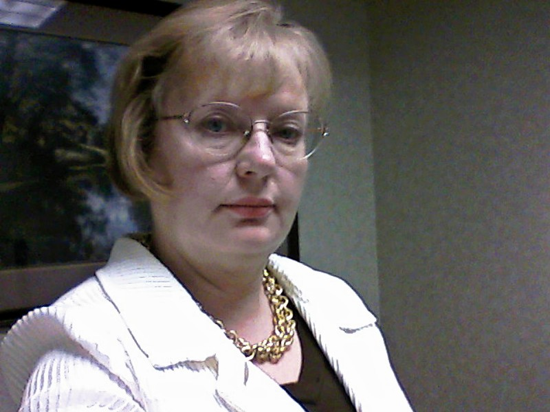 Hairstyles for Women Over 50 With Glasses 2013
