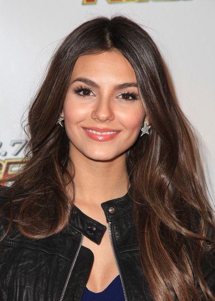 Victoria Justice False Eyelashes December 5, 2010